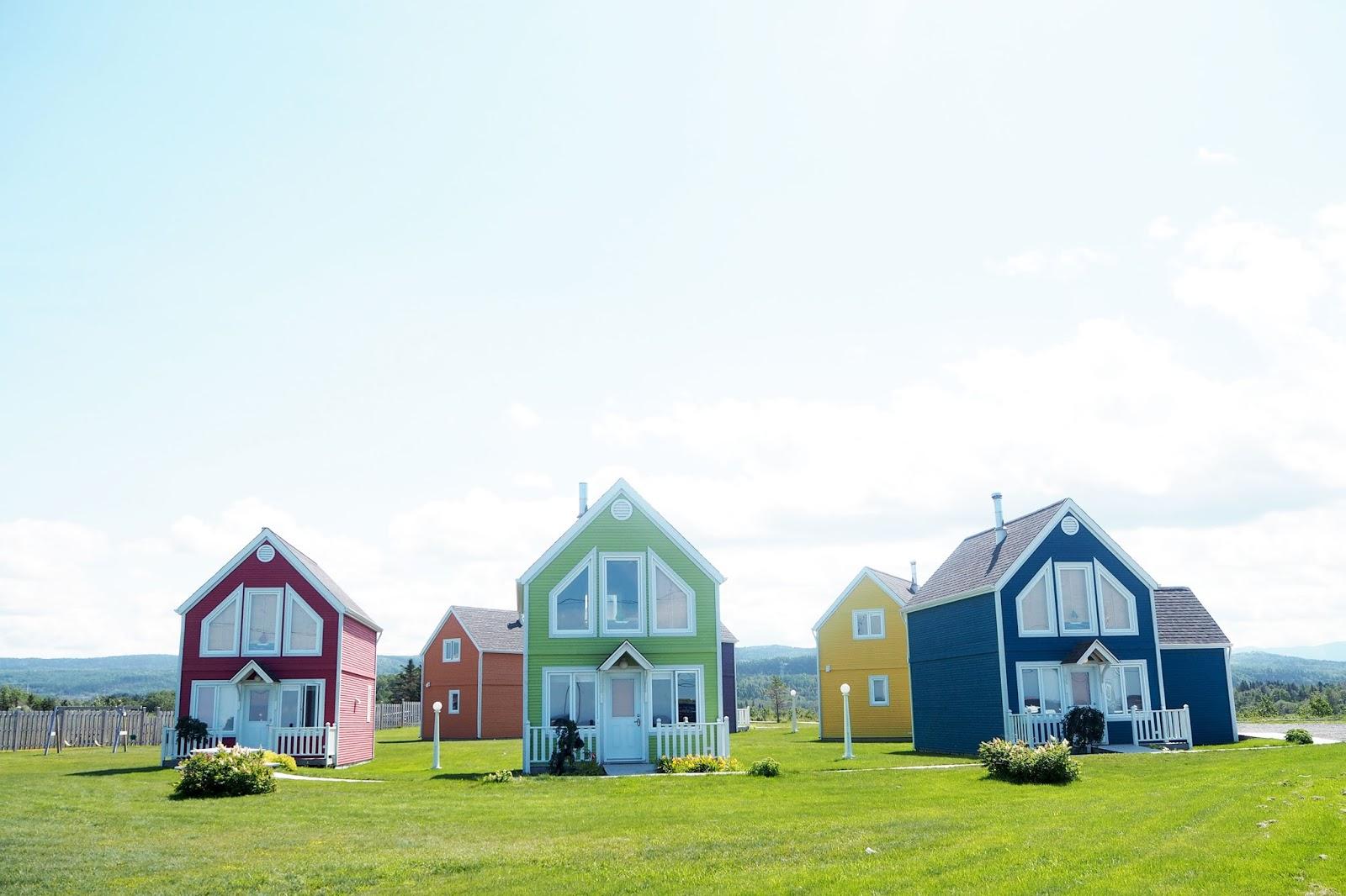 Gaspésie maisons colorées