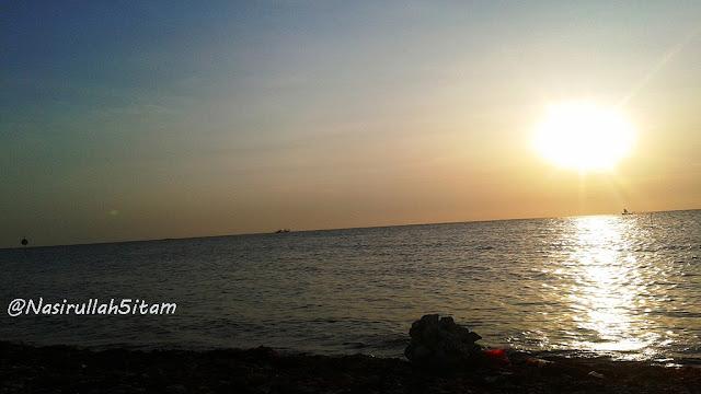 Menunggu sunset di pantai Bandengan, Jepara