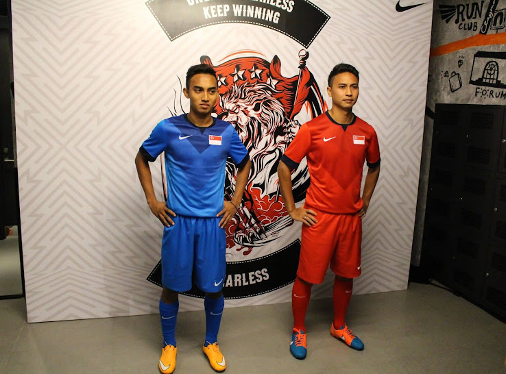 http://1.bp.blogspot.com/-ZiS6g5KlHXo/VFeUi_PDogI/AAAAAAAAZns/fMFNYxbMMx4/s738/Singapore-2014-2015-Home-and-Away-Jerseys%2B(1).jpg