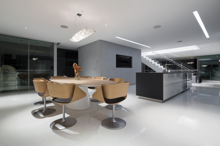 Dining table in Modern mansion on the beach by Dan Brunn