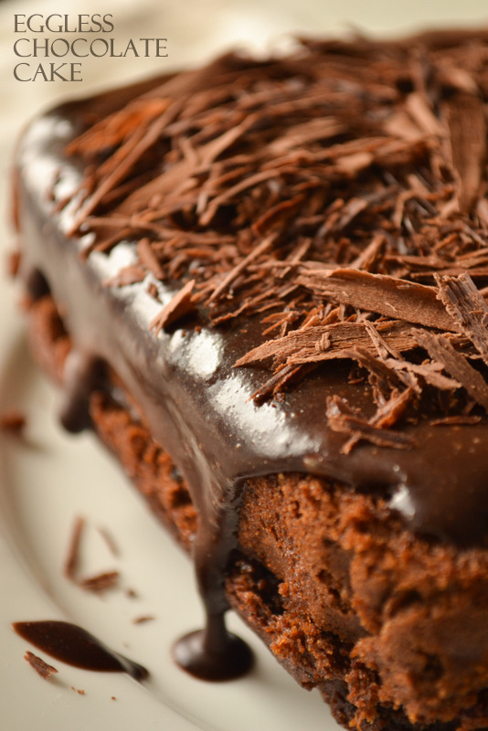 Eggless chocolate cake with ganache