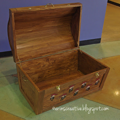 handprint-pirate-chest