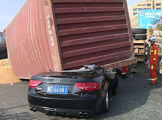 Lucky Man escaped from a dangerous Accident