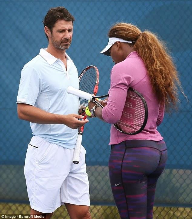 Serena williams entrenando en hotpants 1