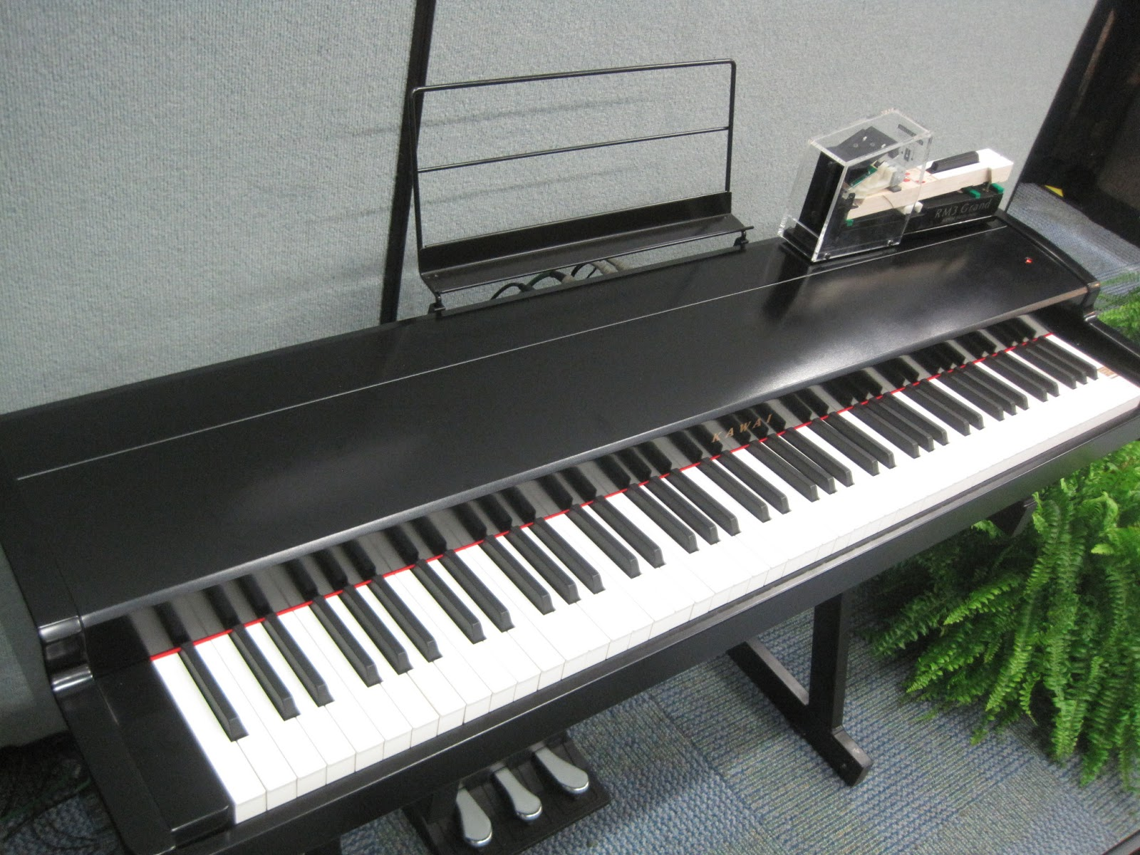 how to connect piano keyboard to laptop