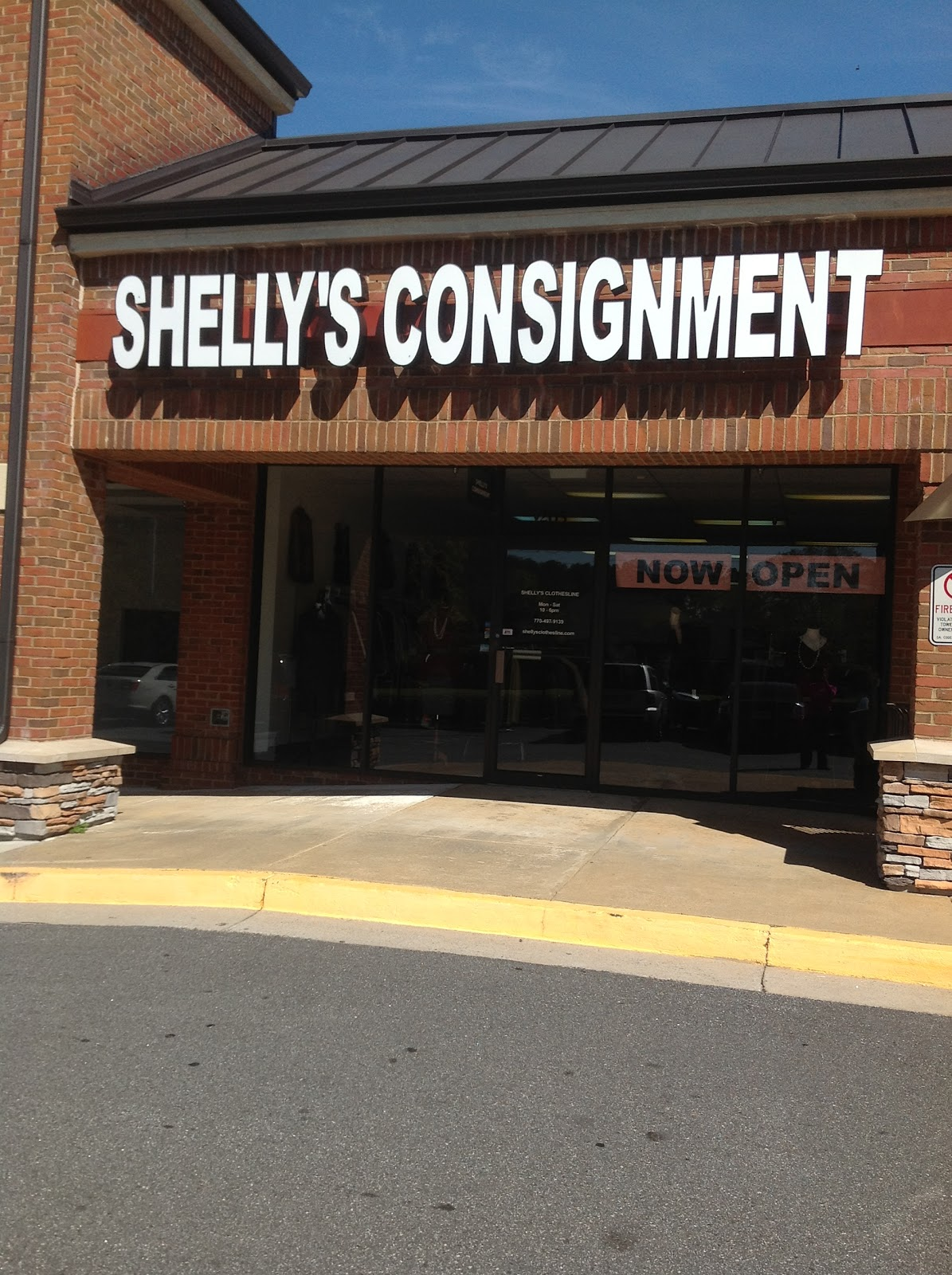 shelly 39 s clothesline consignment in duluth ga gets a facelift atlanta consignment stores. Black Bedroom Furniture Sets. Home Design Ideas
