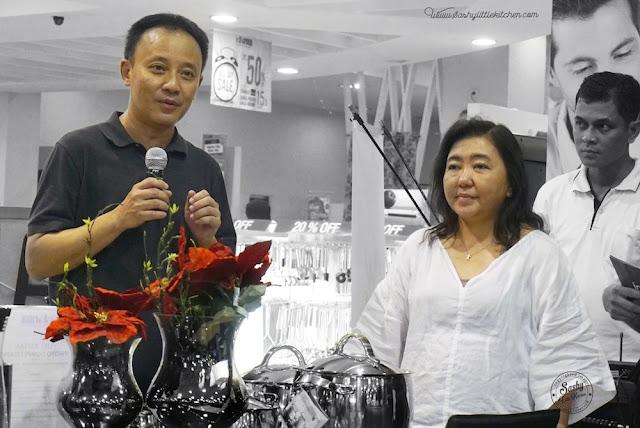 Mr. Murray Lim selaku Regional Sales Manager dari WMF Singapore Pte Ltd serta Ibu Edwina Melinda sebagai Merchandise Manager dari PT. Home Center Indonesia (Informa)