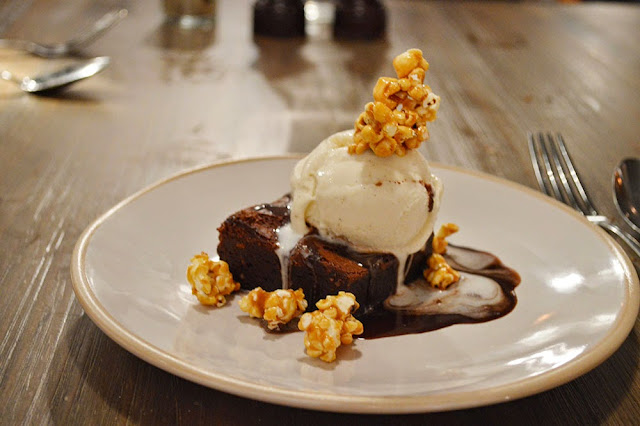 Chocolate brownie with caramel popcorn