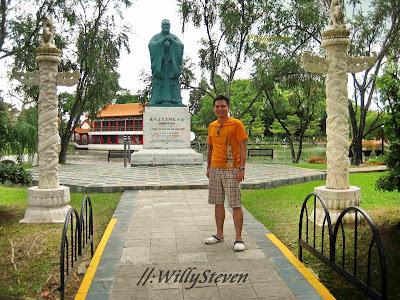 Kung Fu Tzu statue