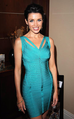 Dannii_Minogue_hot_celebrity_moms_FilmyFun.blogspot.com