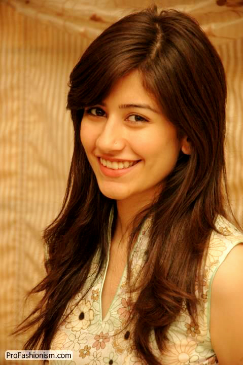 Syra Yousaf (Saira Shehroz) Cute Smile Pics