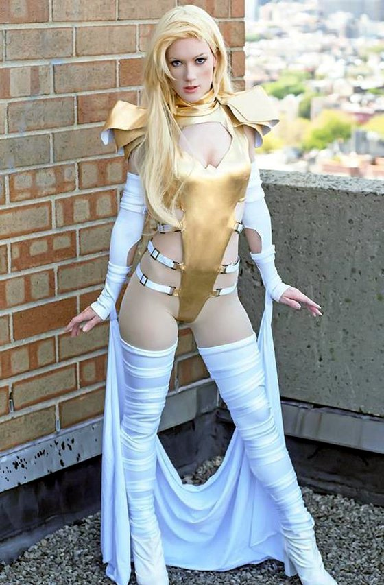 emma frost cosplayer