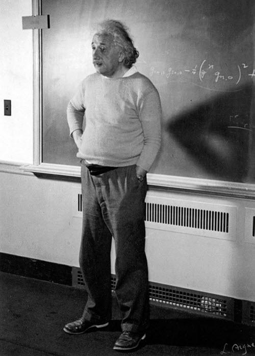 Solo una foto de Albert Einstein dando clases en los años 40