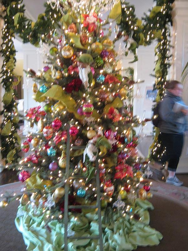 Gadding About with Grandpat: Carolina Inn Christmas Tree