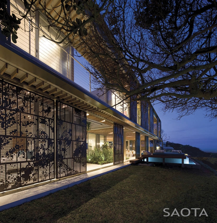 Facade of African modern villa in Durban by SAOTA