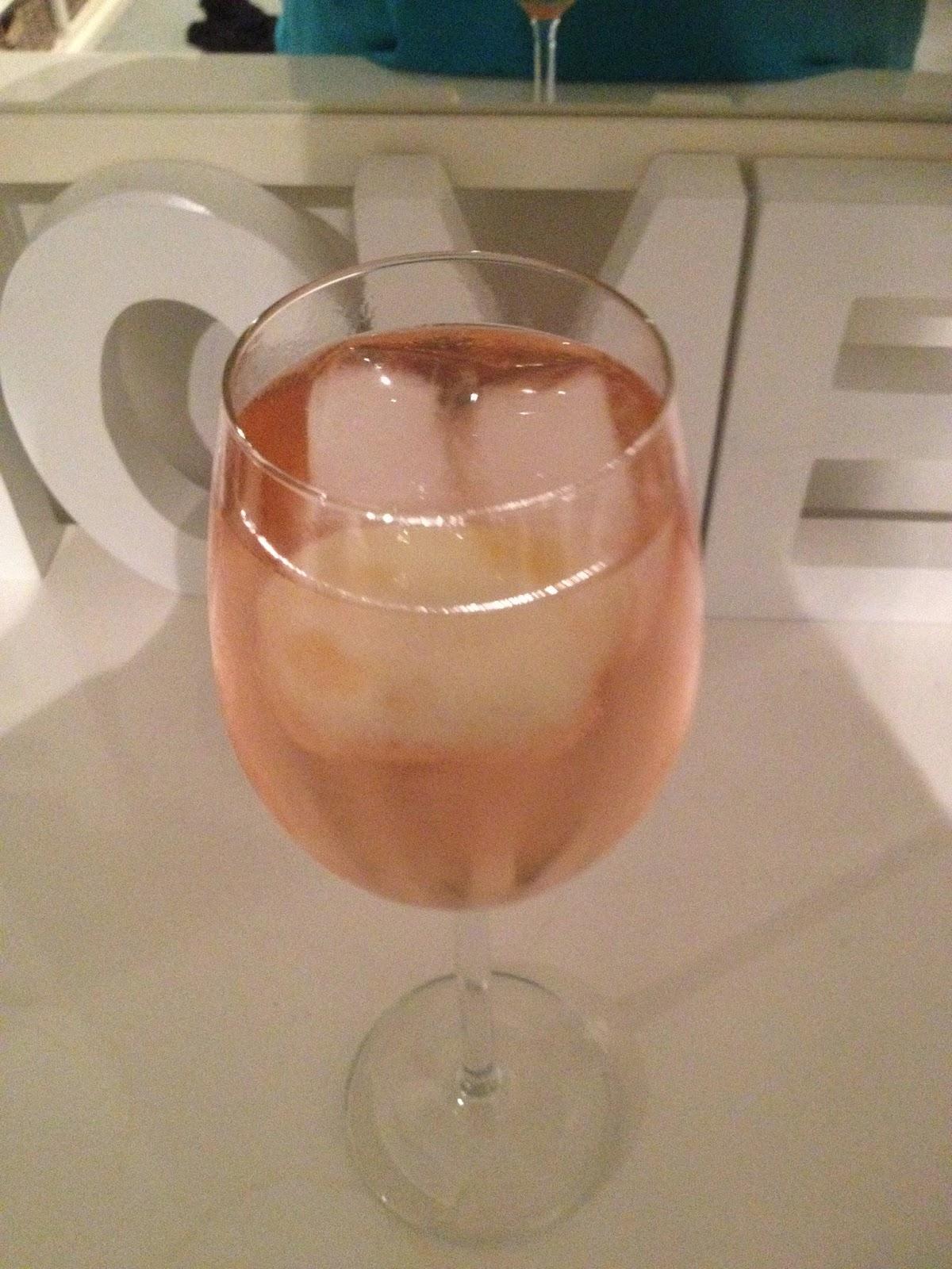 Glas Martini Bellini met ijs en perzik