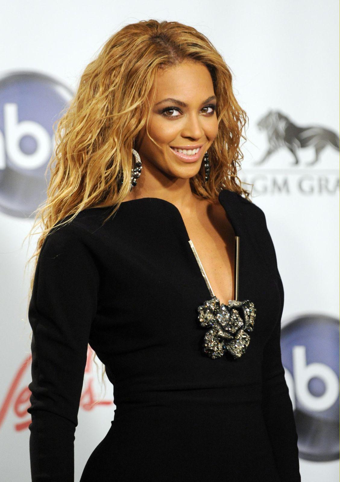 http://1.bp.blogspot.com/-ZlJ_a71eCPg/TmPVeE_yNqI/AAAAAAAAAhQ/5XmKvn_vo60/s1600/Beyonce-Knowles-pics-images-songs-lyrics-photos-films-movies-pictures-singlelady+%25283%2529.jpg