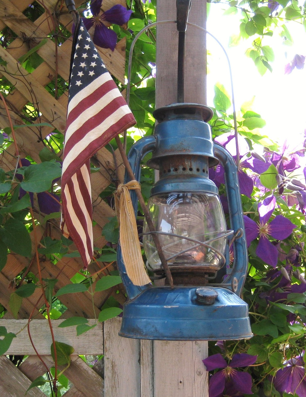 A place called home decorating my patio with flea market for Flea market home decor