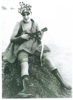 gloria swanson ukulele