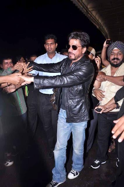 Shahrukh Khan snapped at International Airport photos