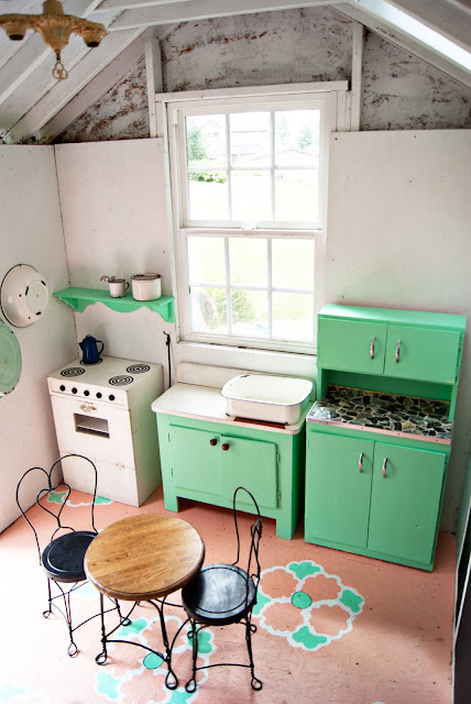 Playhouse makeover - Mint + Coral + Black + White