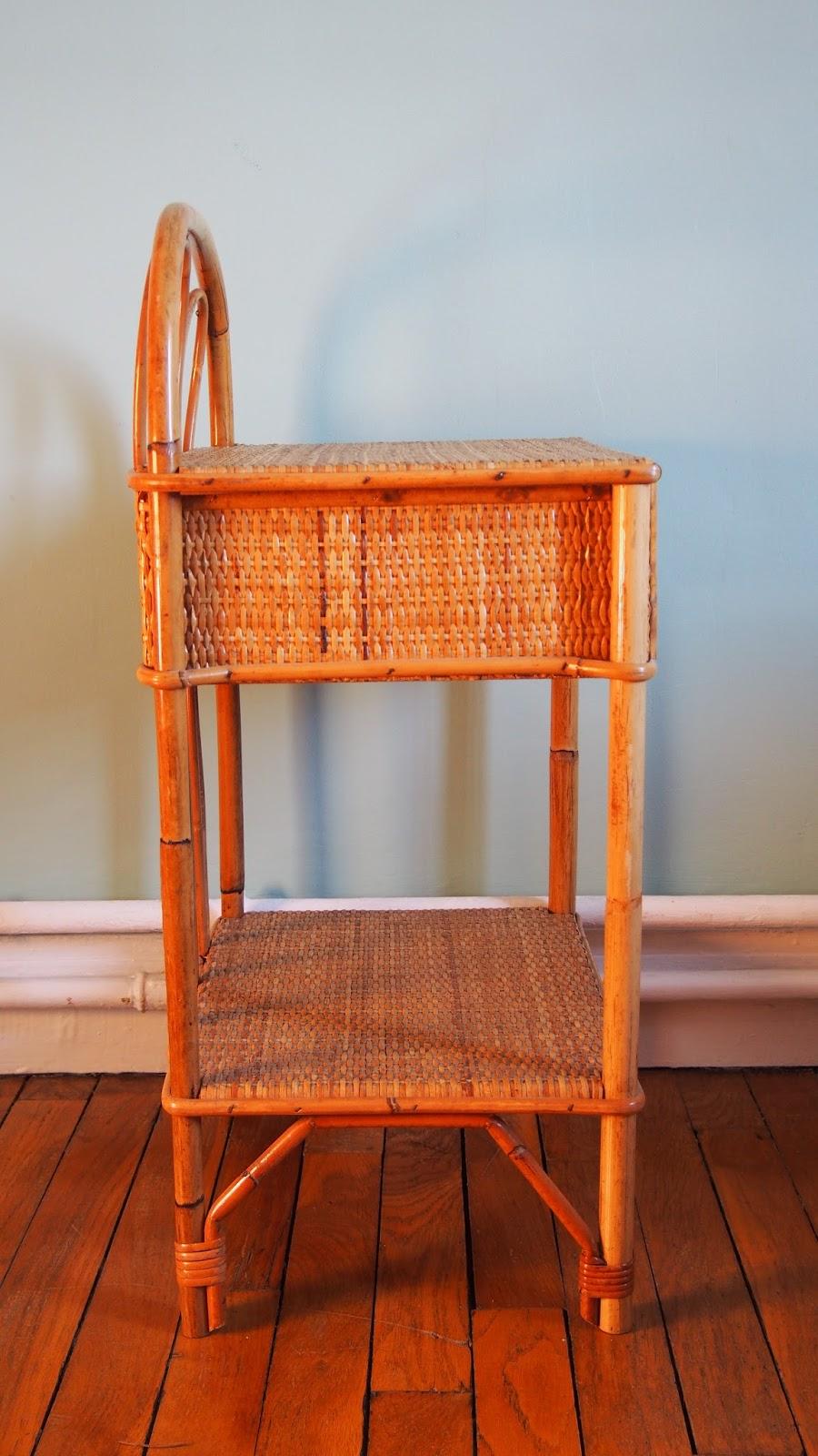 g n ration vintage table de chevet en rotin vintage. Black Bedroom Furniture Sets. Home Design Ideas