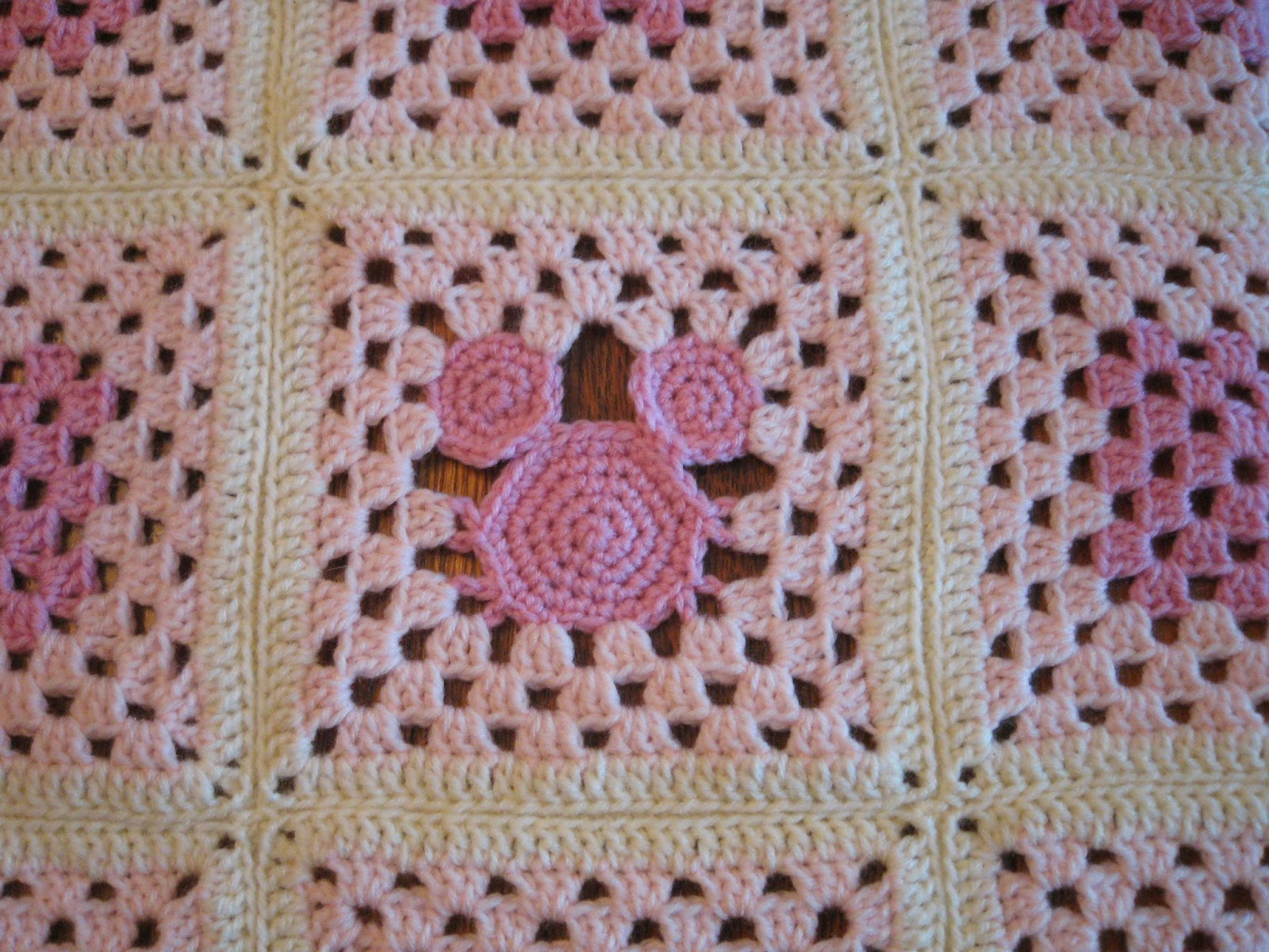 Mickey Mouse Crochet Baby Blanket Pattern : Crochet Machine: Baby Blanket