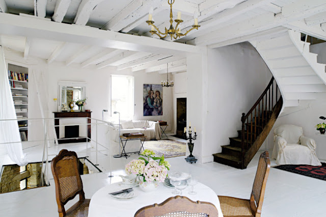 Noir blanc un style - Simple and neat home interior design with various loft ladder ideas ...