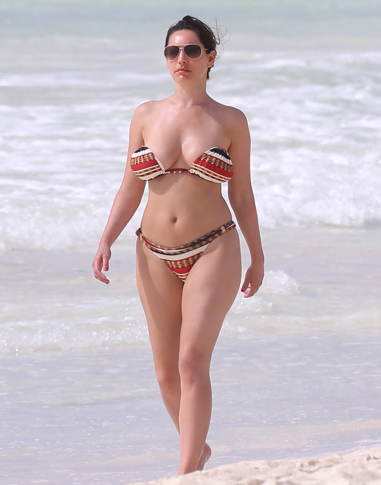 Kelly Brook in Patterned Bikini on the beach in Thailand Pic 1 of 35