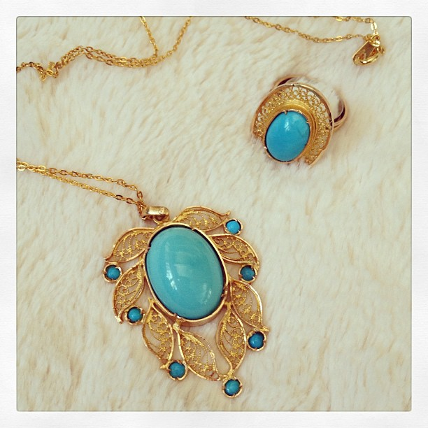 gold and turquoise necklace and ring