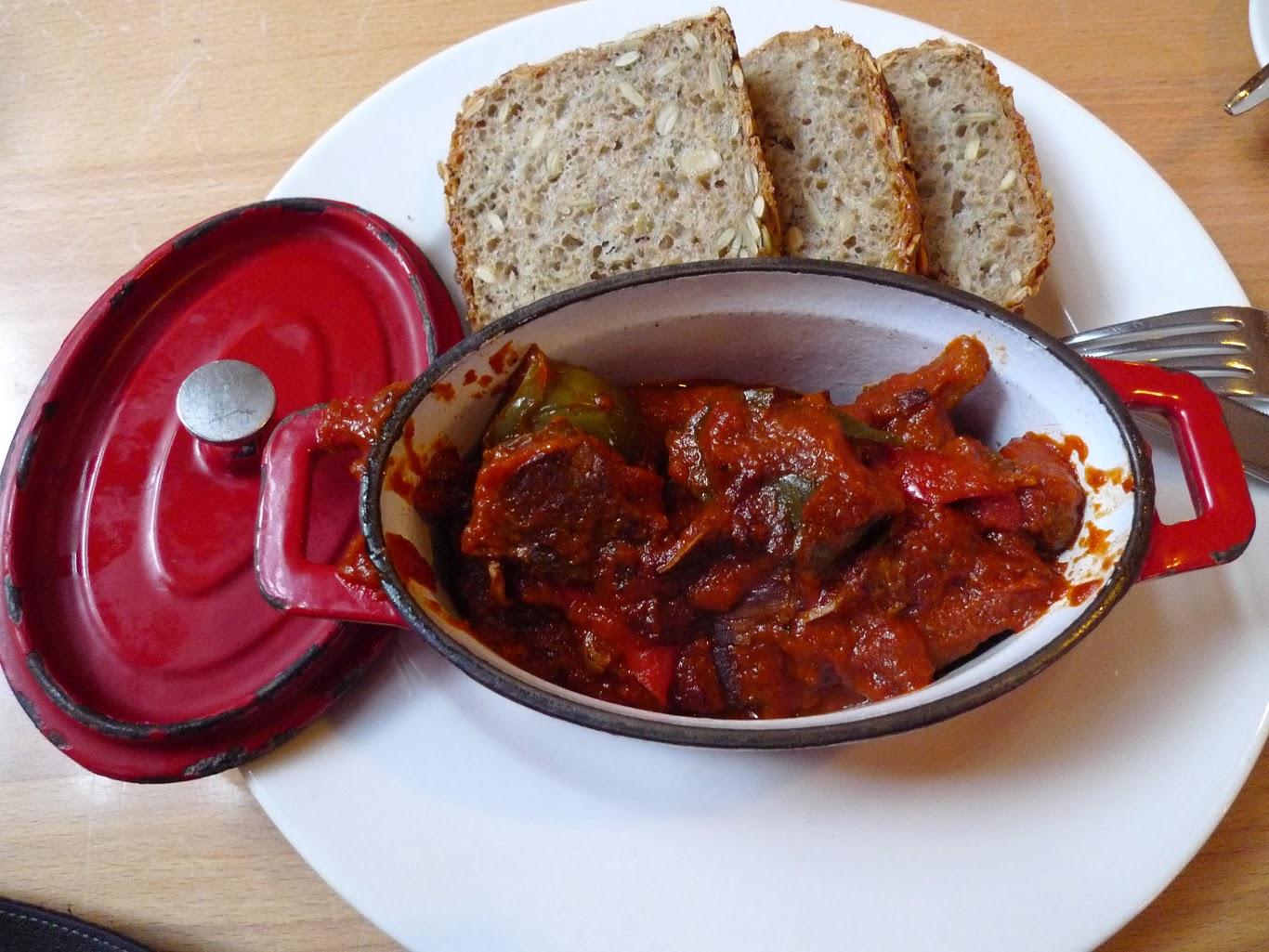 wołowina w sosie pomidorowym