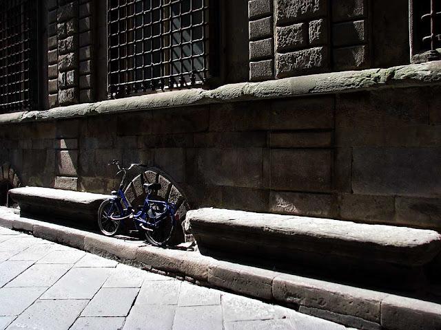 Bench, via Cerani, Lucca