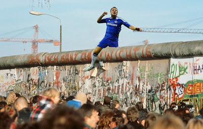 John Terry, Photobomb, celebration, photoshop, Berlin Wall,