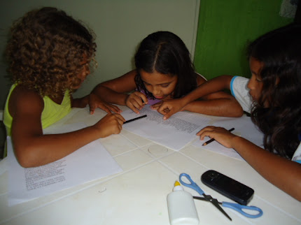 Fotos dos Alunos da Escola Jorge Teixeira - PROJETO REESCRITA DE CONTOS AO REDOR A FOGUEIRA