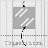 Bước 5: Đặt miếng giấy bạc vào vị trí hình dưới sau đó gấp hai cạnh giấy vào trong.