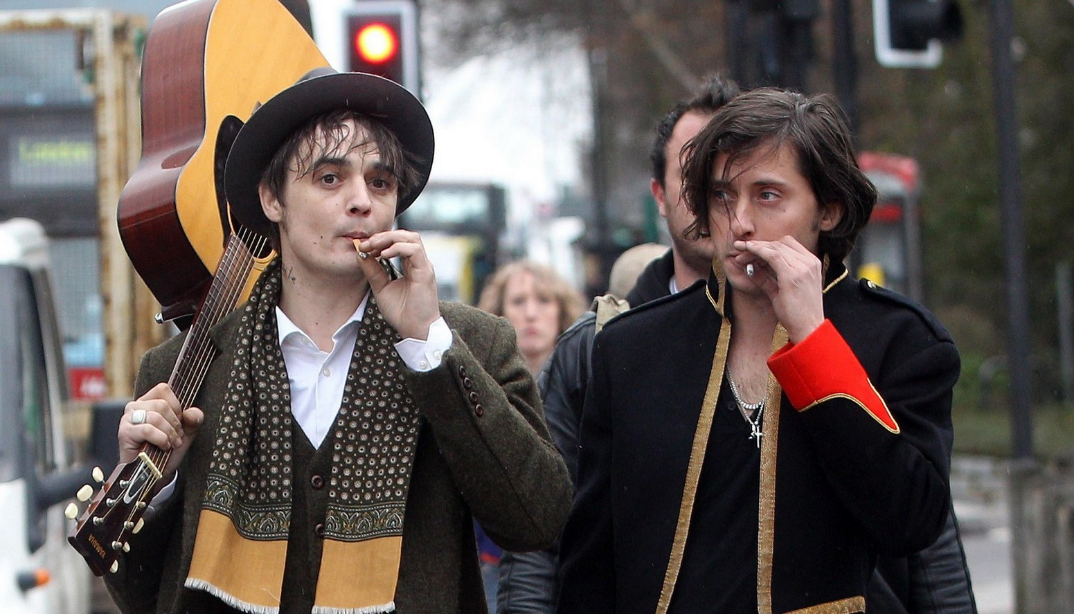 http://1.bp.blogspot.com/-Zo2wpIeibew/TgpL3H0TPQI/AAAAAAAAGpE/9jownOzyloY/s1600/Pete-Doherty-retrouve-The-Libertines-pour-payer-ses-impots.jpg