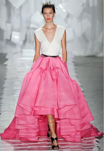 Дълга рокля с розова пола и бяла горна част на Jason Wu