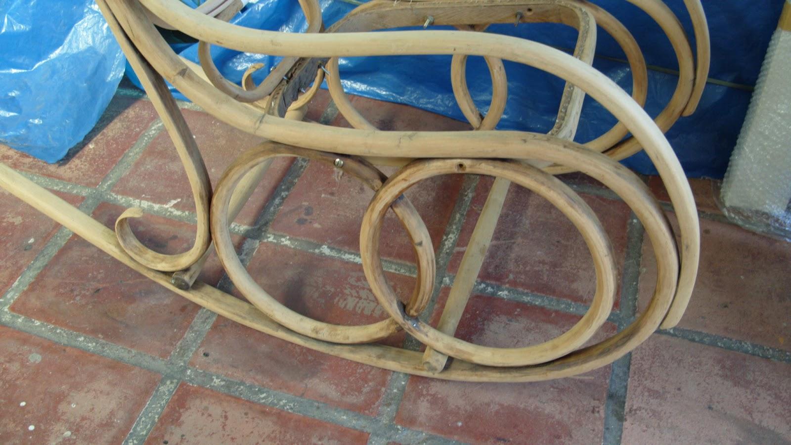 cadeira de balanço austríaca que já serviu a varias gerações de  #2470A7 1600x900