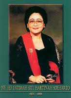 gambar-foto pahlawan nasional indonesia, Siti Hartinah-Tien Soeharto