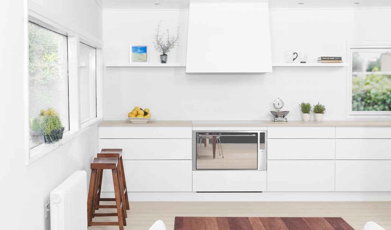 Lifestyle una cucina bianca e minimal secondo lucy for Piastrelle cucina bianche e nere