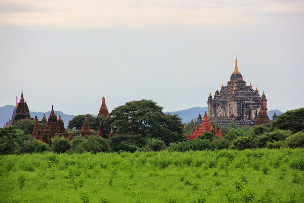 Llanura de Bagan salpicada de templos y pagodas
