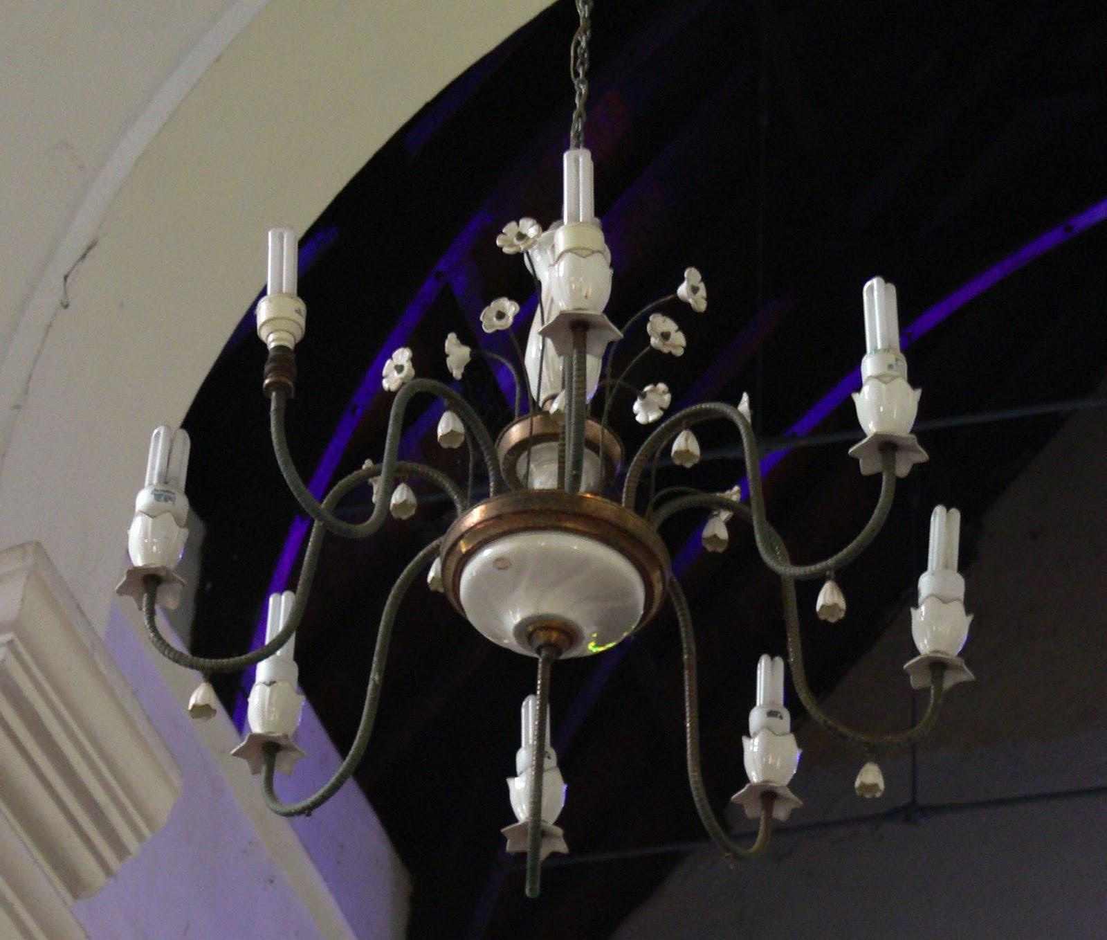 In Der Ersten Christlichen Kirche Indiens Aus 15 Oder 16 Hundert Zieren Nun  Energiesparlampen Die Kronleuchter. AHHHH... Energiesparen Ist Zwar  Notwendig, ...