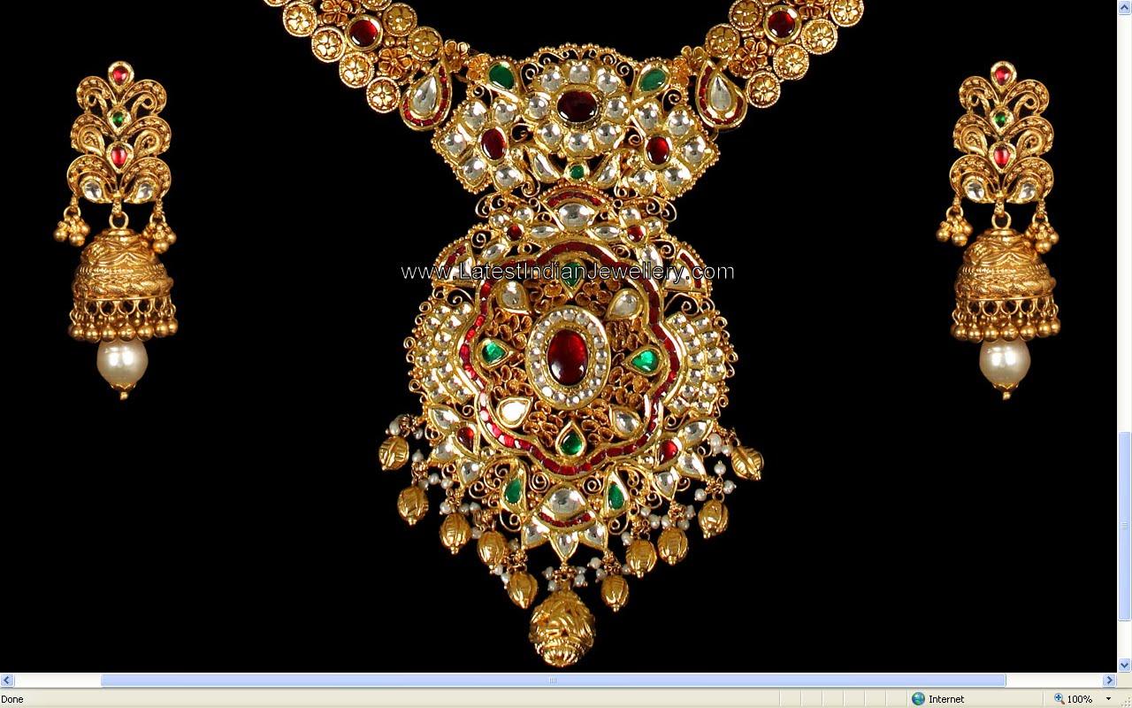 Heavy Designer Antique Kundan Jewellery Paired With