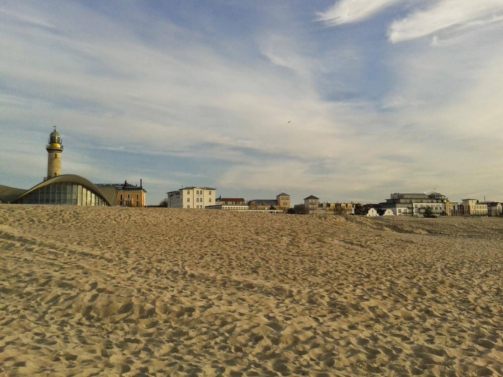 Strand und Leuchtturm von Warnemünde