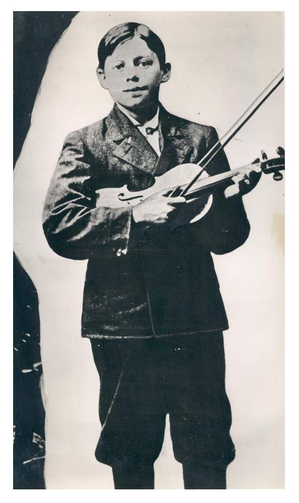 an essay on the jack benny story The year was 1937, and the first role offered eddie anderson on the jack benny program on radio was that of a pullman porter it was to be a on.