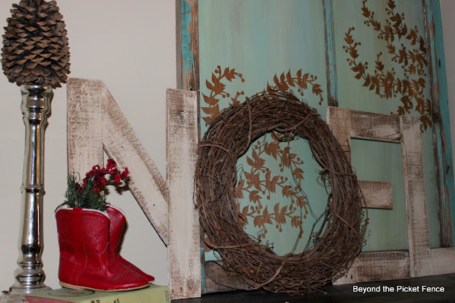 Reclaimed wood NOEL http://bec4-beyondthepicketfence.blogspot.com/2012/11/12-days-of-christmas-day-2.html