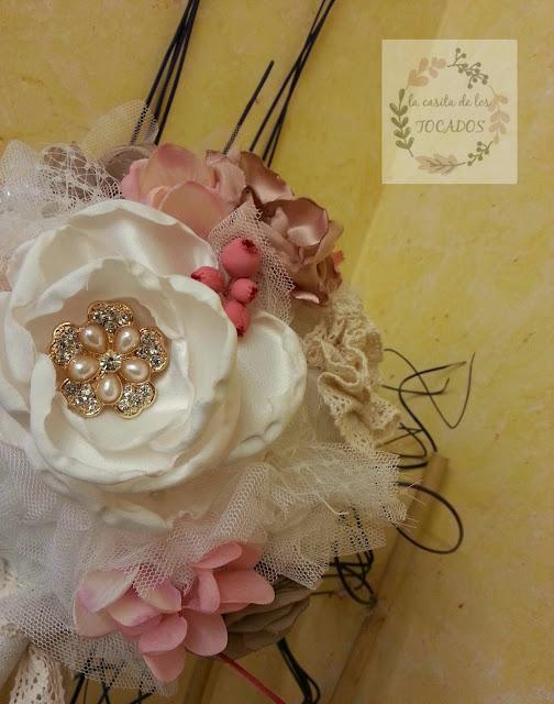 bouquet vintage para novia con detalles rosas