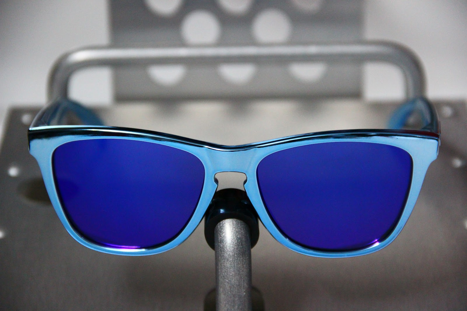 Oakley Frogskins Blue Chrome « Heritage Malta 6b008734f7