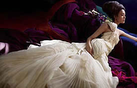 Vera Wang Wedding Dresses Are Available At Her Flagship Bridal Salon Better Salons And Department Stores Such As Neiman Marcus Saks Fifth Avenue
