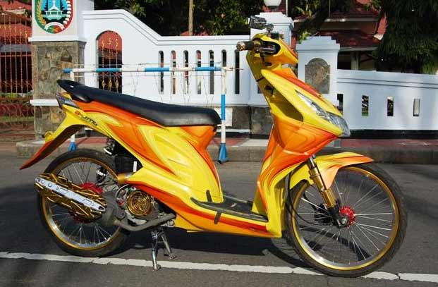 Foto Modifikasi Motor Honda Beat Air Brush title=